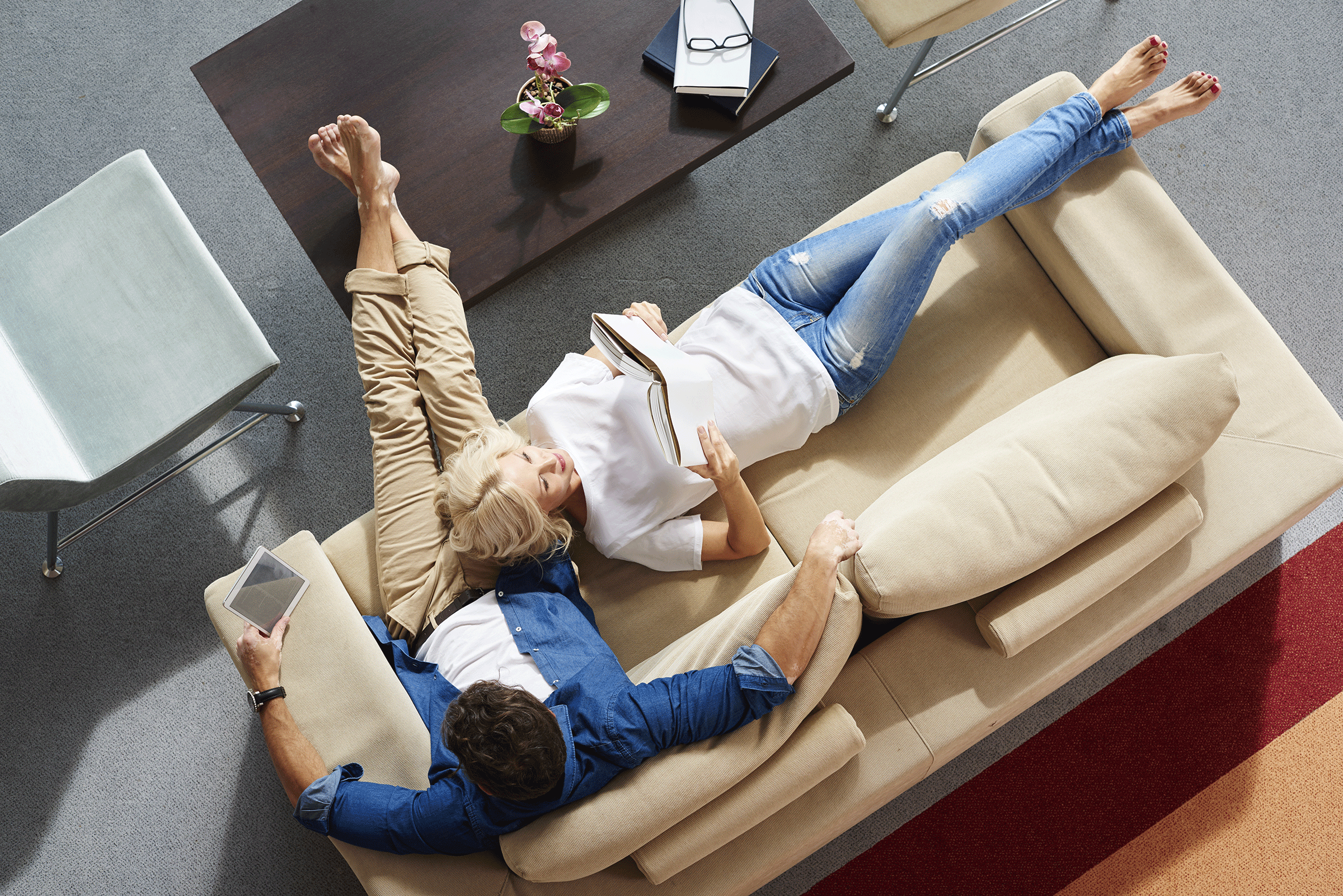 Couple relaxing around the house after drinking HeartBeet Complete®
